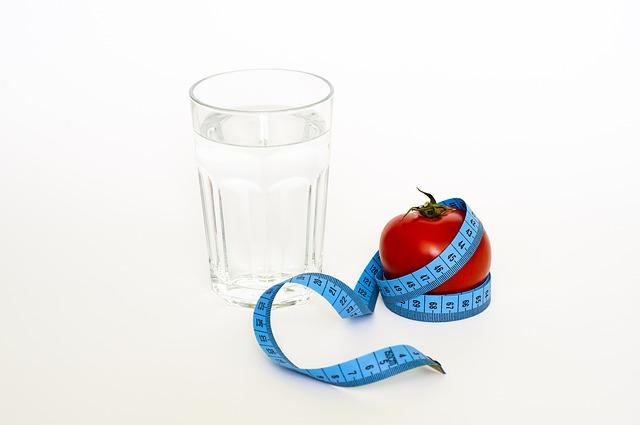 voda, rajče a metr.jpg