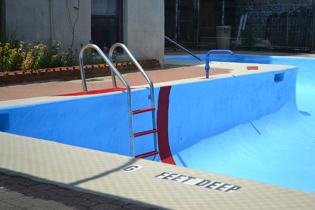vypuštěný bazén
